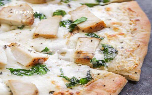 البيتزا بصلصة الفريدو